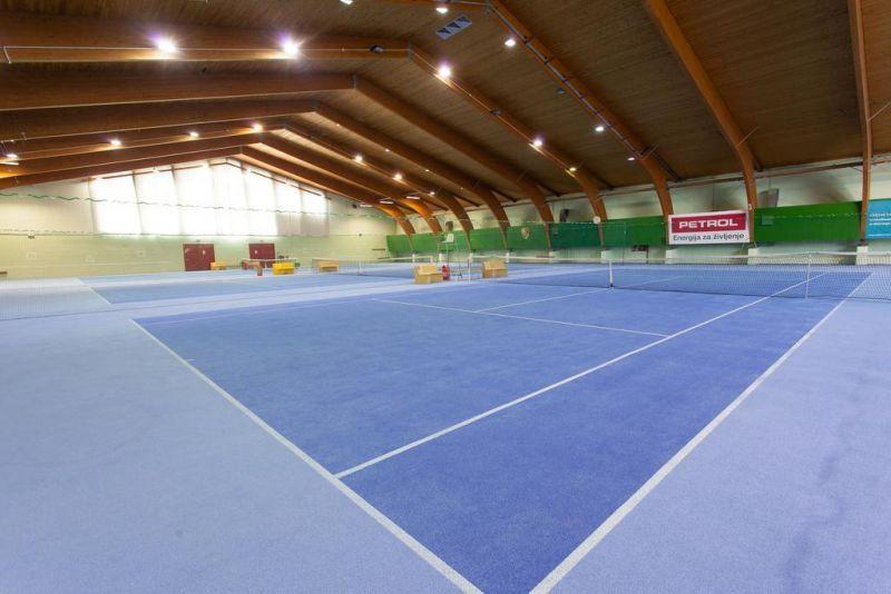 tenis-igrisce-harmonija-menges-slovenija